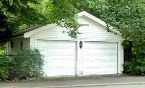 Garage en ossature bois avec bardage en sapin lasuré
